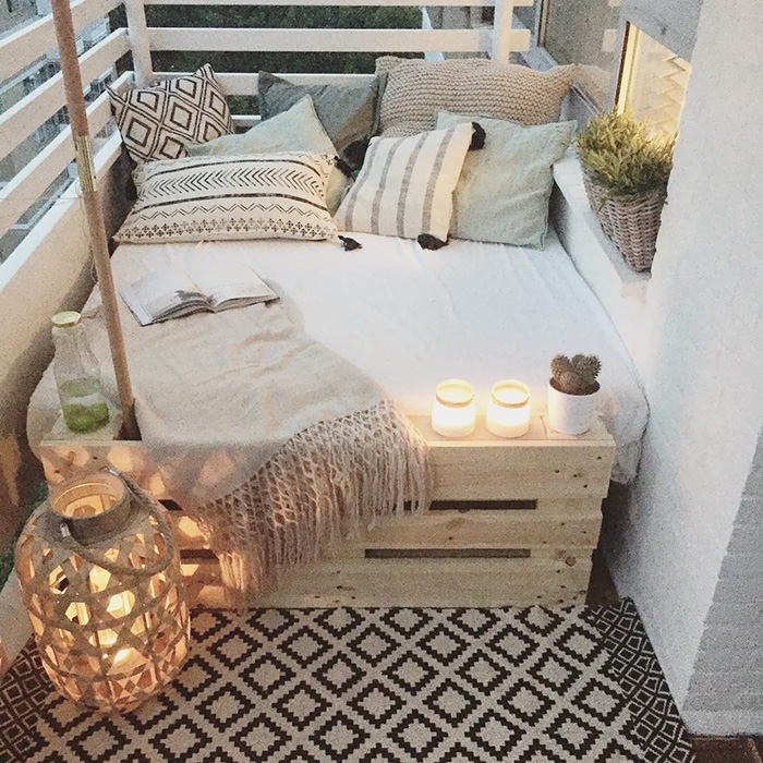 20 cozy balcony decorating ideas bored panda - Decoration petit balcon ...
