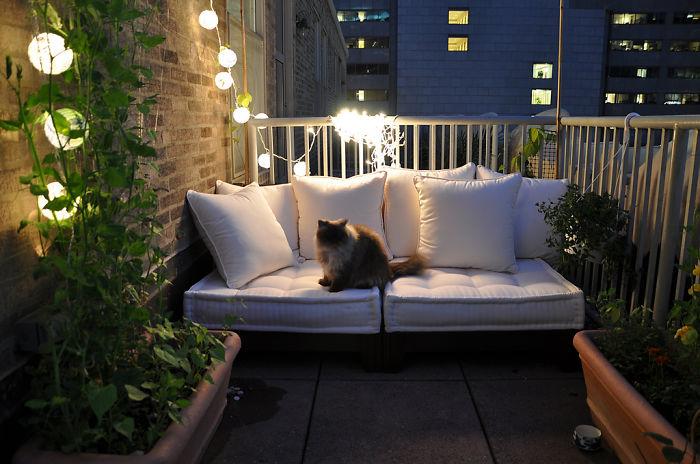 20 cozy balcony decorating ideas bored panda - How to decorate a balcony ...