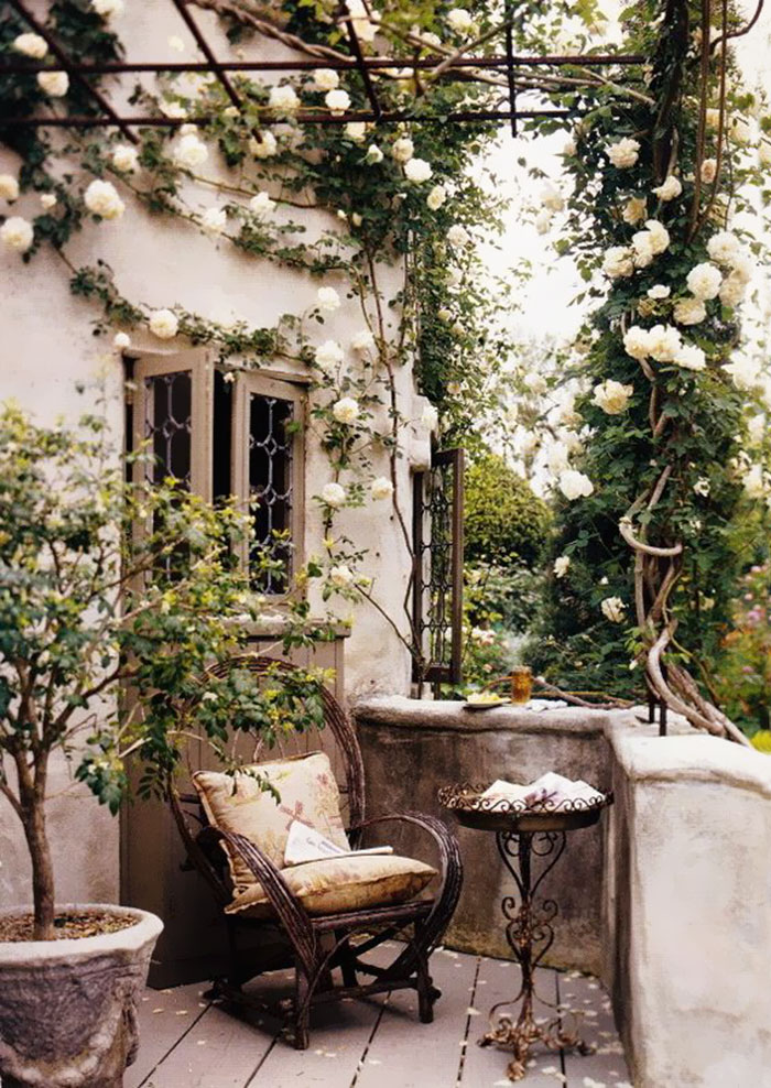 20 cozy balcony decorating ideas bored panda for How to decorate terrace with plants