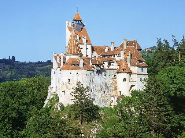 bran-castle-dracula-574152a7c9934.jpg