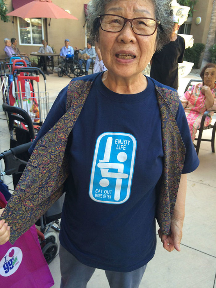 I Deliver Food To Seniors Who Live In Homes As A Side Job. This Woman's Shirt Made My Day