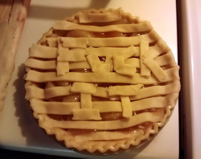 Asked My Husband To Do A Lattice Over The Apple Pie I'm Making. This Is What He Came Back With