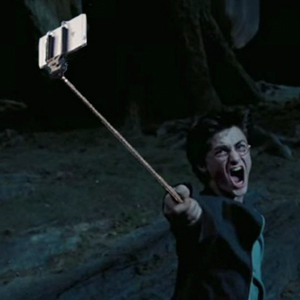 Someone Is Replacing Guns With Selfie Sticks In Famous Movie Scenes (15+ Pics)
