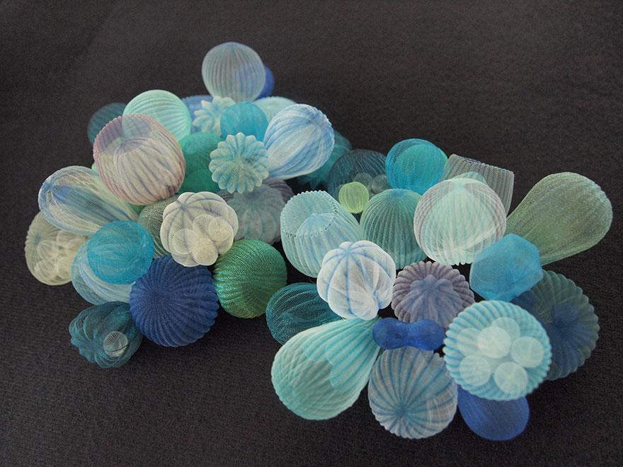 translucent-fabric-jewerly-japan-sculptures-mariko-kusumoto-16