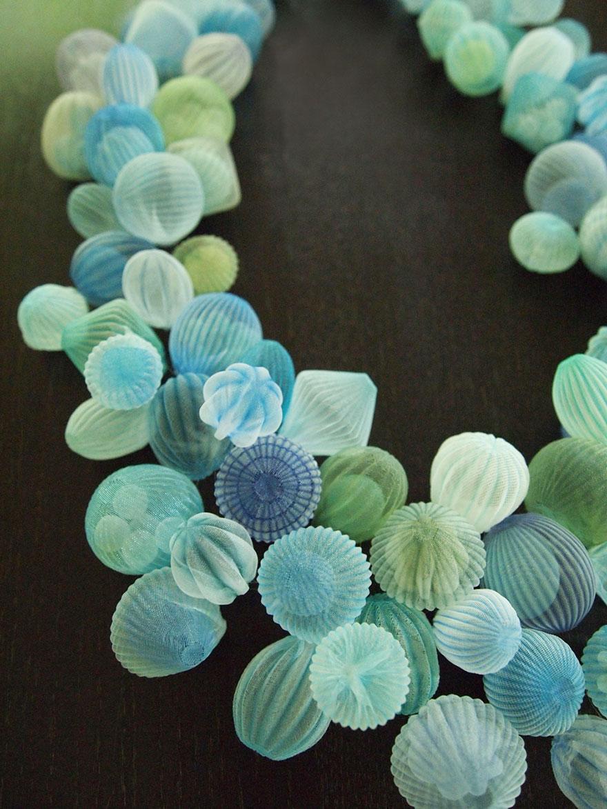 translucent-fabric-jewerly-japan-sculptures-mariko-kusumoto-5