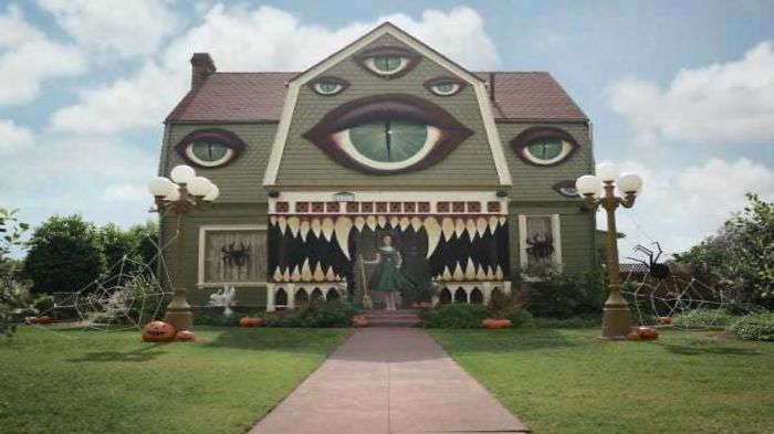 It Looks Like A Normal House But When You Look Closer Wow