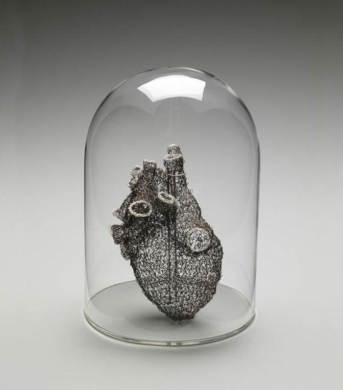 wire-crochet-heart-anne-mandro-2