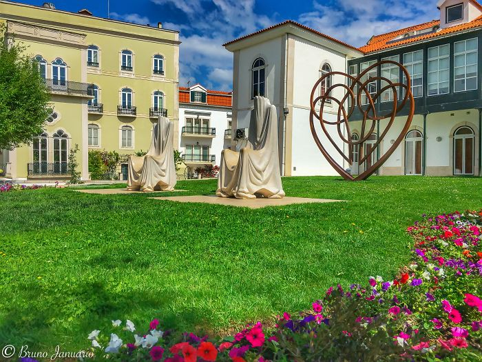 Garden Of Love In Alcobaca Town – Portugal – 6s Plus