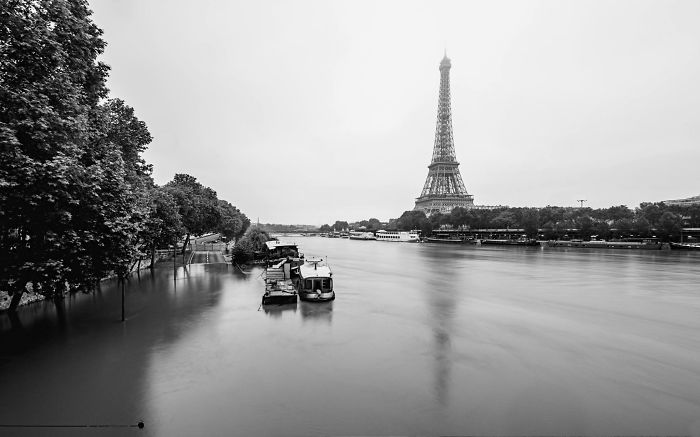 I Photographed Flooded Paris With Its Surreal Atmosphere
