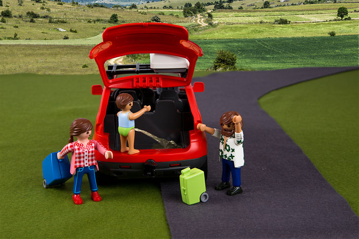 We Recreated Holiday Travel Fail Scenarios Using Playmobil