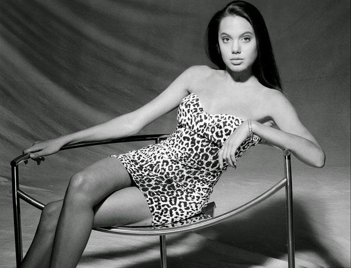 19 fotos da Angelina Jolie com 15 anos em um de seus primeiros ensaios fotográficos