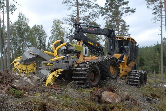 Bog Monsters: Mega Tractor Bracke Forest T26 – Disc Trencher