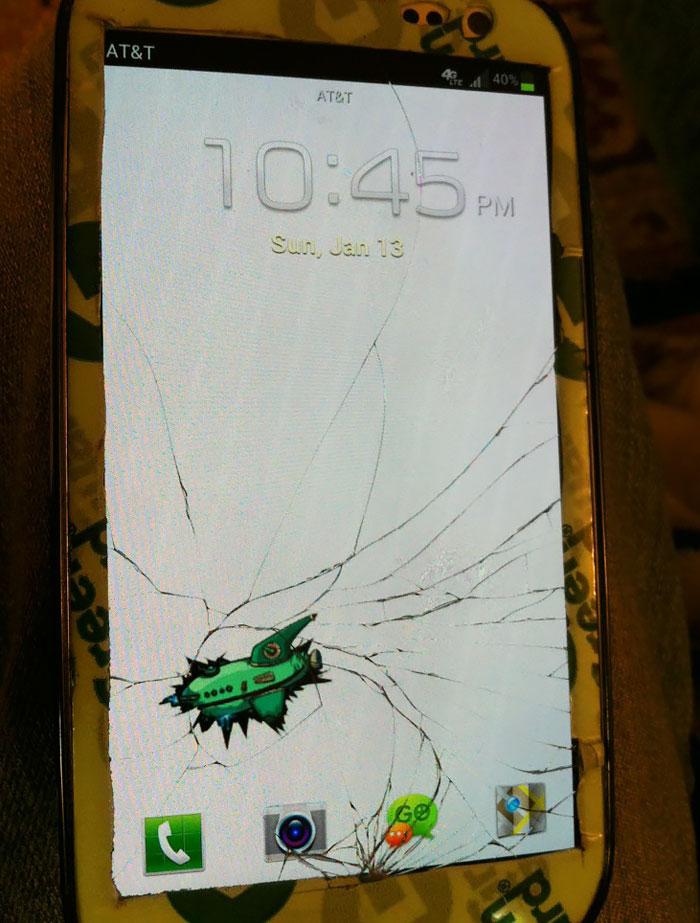 """10+ Creative Ways To """"Fix"""" Your Broken Phone Screen"""