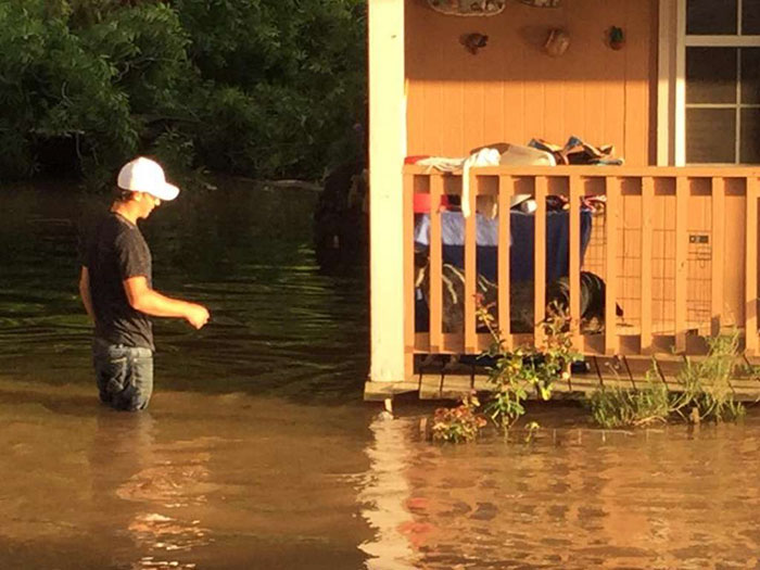dad-son-save-dogs-flood-texas-6