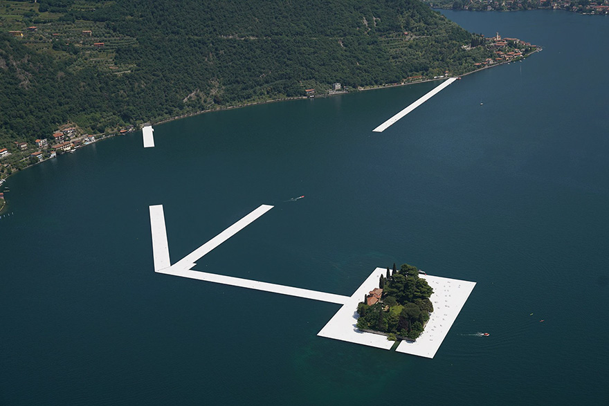 floating-piers-christo-jeanne-claude-italy-1