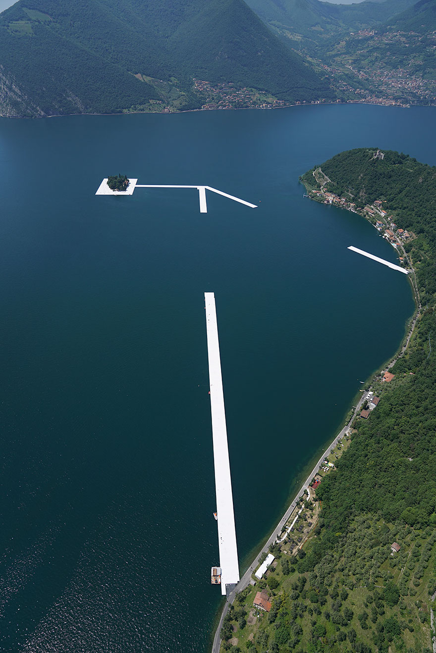 floating-piers-christo-jeanne-claude-italy-24