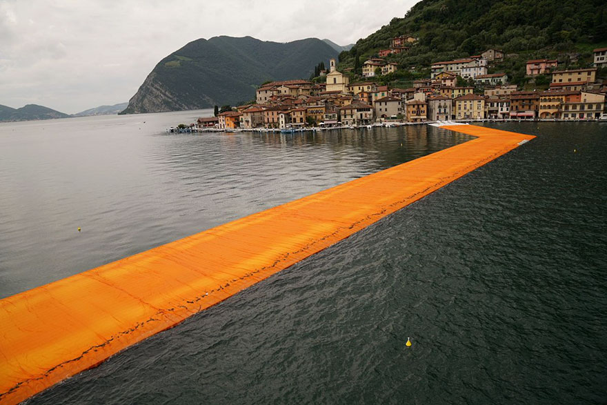 floating-piers-open-christo-jeanne-claude-italy-25