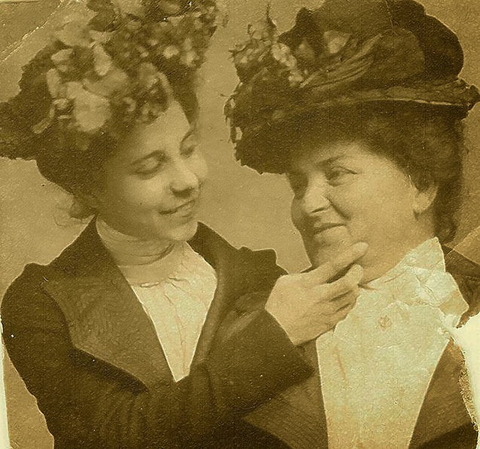 Smiling Victorians, 1900s