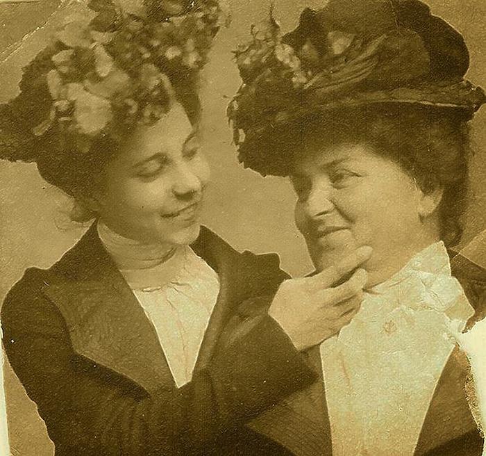 Smiling Victorians, 1900s