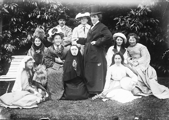 Men And Women Cross Dress In This Silly Victorian Snap, 1880-1900