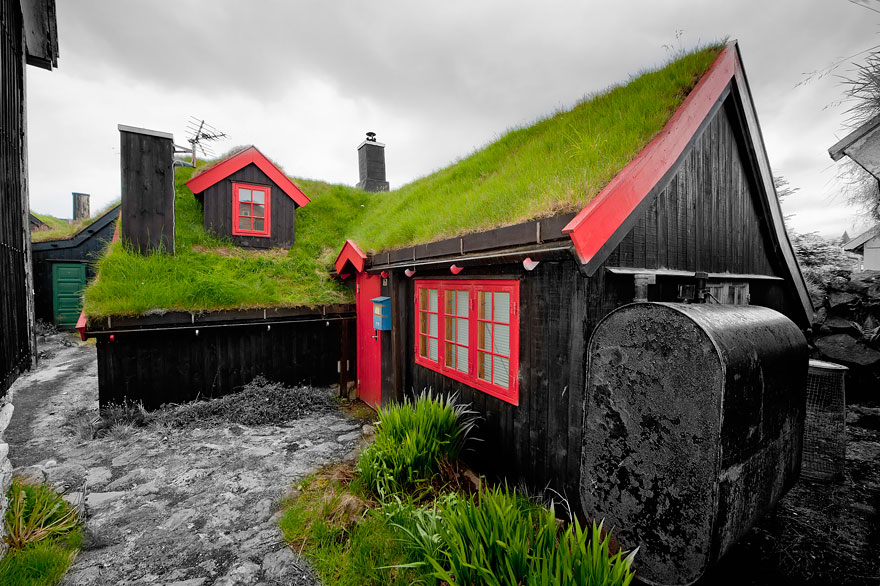 10 Scandinavian Houses With Green Roofs Look Straight Out Of A