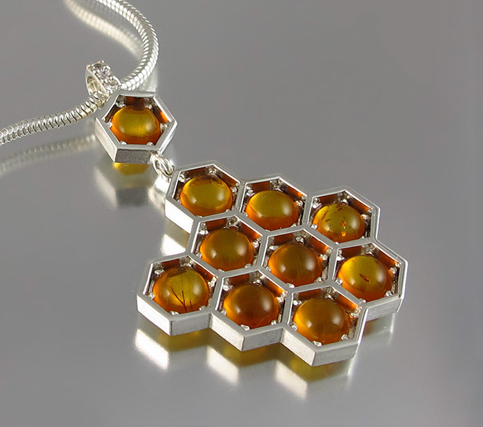 honeycomb-jewelry-bee-winged-lion-16