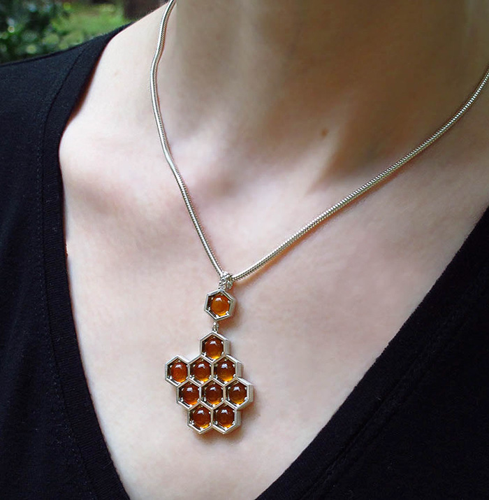 honeycomb-jewelry-bee-winged-lion-6