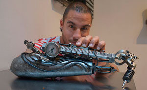 Tattoo Artist Who Lost His Arm Gets World's First Tattoo Machine Prosthesis