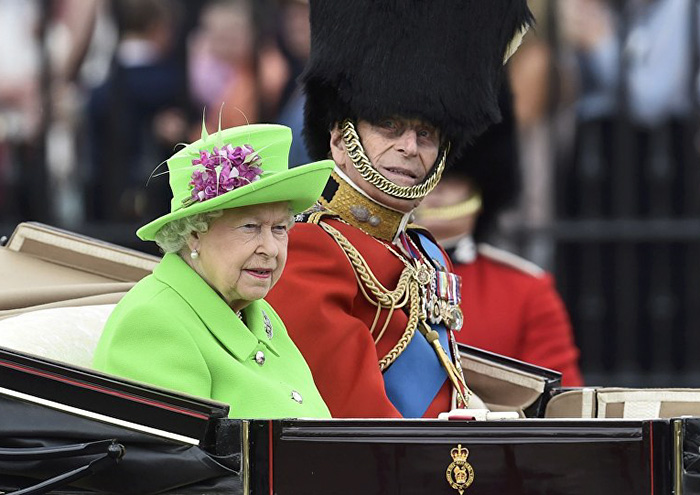Image result for queen elizabeth outfit