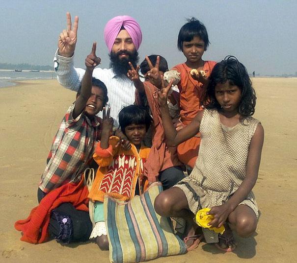 sikh-man-removes-turban-save-drowning-dog-3