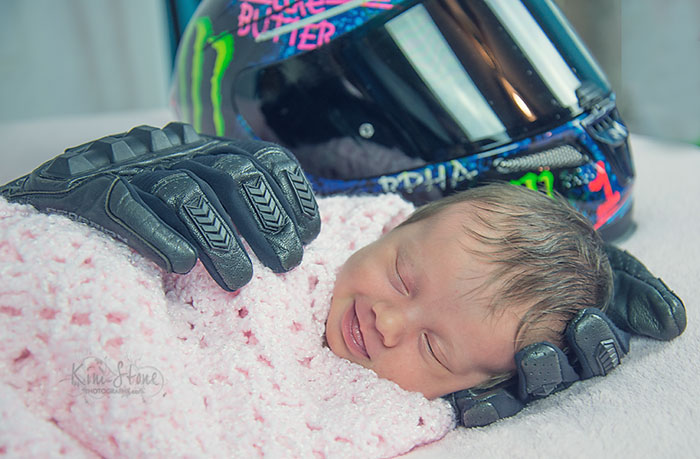 sonriendo-baby-tarde-padre-moto-guantes-Aubrey-Kathryn-williams-kim-piedra-4