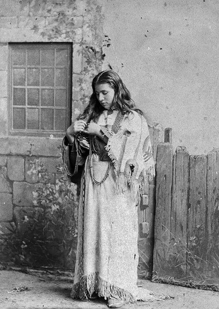 Julie Nelson, 1886