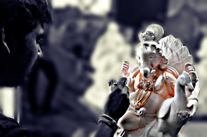 I Cover Ganesh Chaturthi With My Cell-Phone