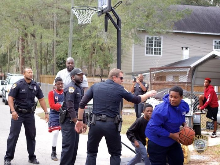 Shaq And Officers Playing Basketball With Children After Reports Of Them Playing Too Loudly
