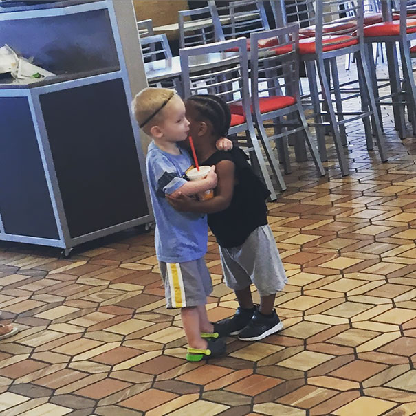 Kids Do What They Feel. These Two Strangers Just Hugged In A Fast Food Restaurant