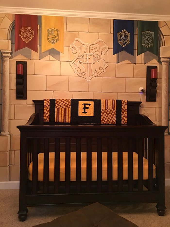 Dad creates harry potter nursery for his little wizard for Chambre harry potter