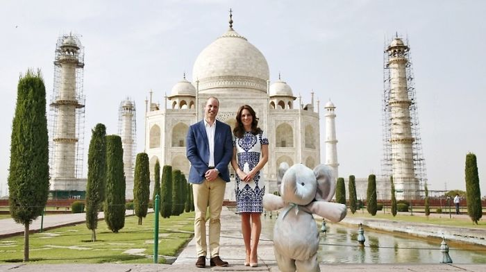 In Front Of Taj Mahal With Prince Of Wales & His Sweetheart