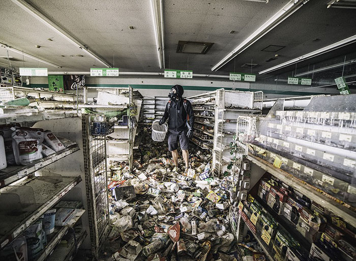Guy Sneaks Into The Fukushima Exclusion Zone, Posts Never-Before-Seen Pics Of Town Untouched Since 2011