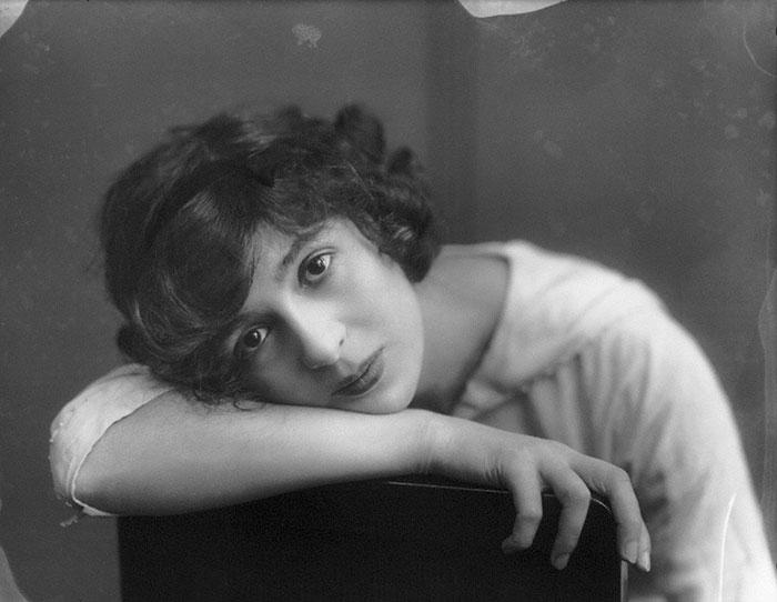 Julia James (1890-1964)