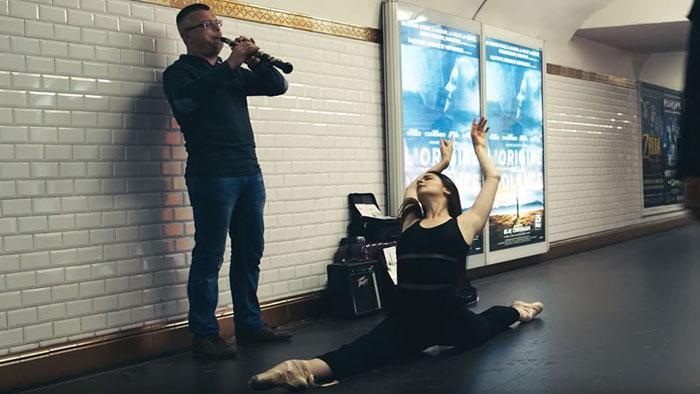 Parisian Dancers Surprise Subway Musicians By Joining Them