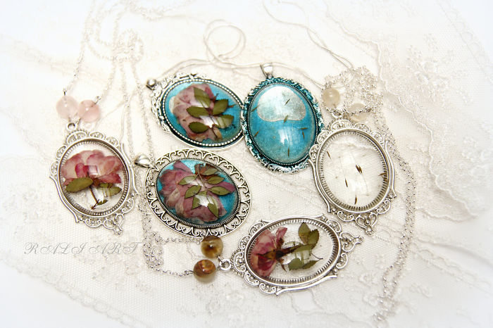 I Create Romantic Jewelry From Resin And Flowers