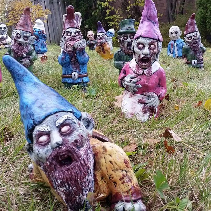 your neighbors will love these zombie garden gnomes bored panda. Black Bedroom Furniture Sets. Home Design Ideas