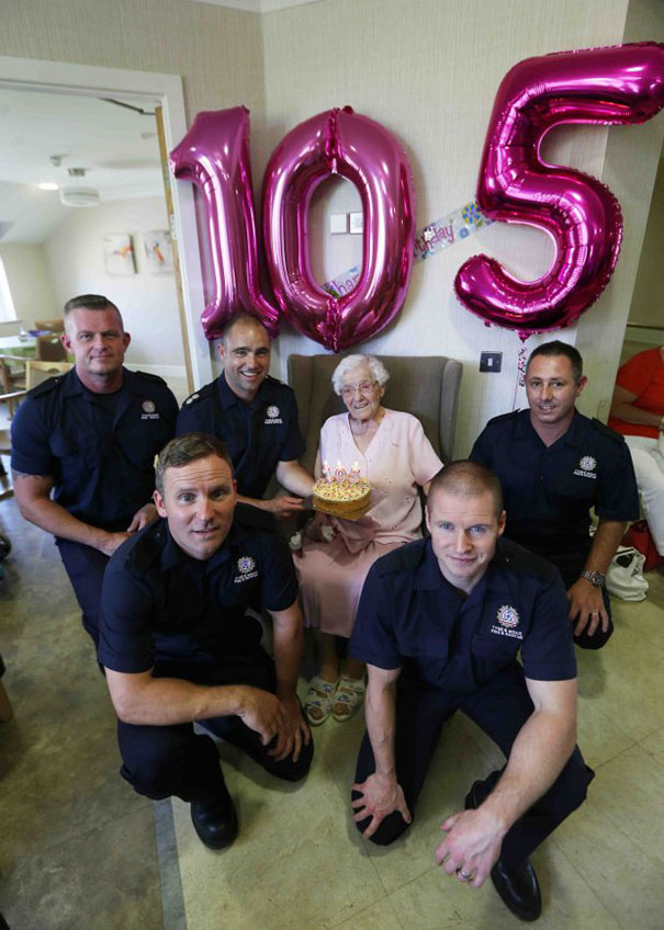 105-year-old-grandmother-birthday-wish-fireman-ivena-smailes-1