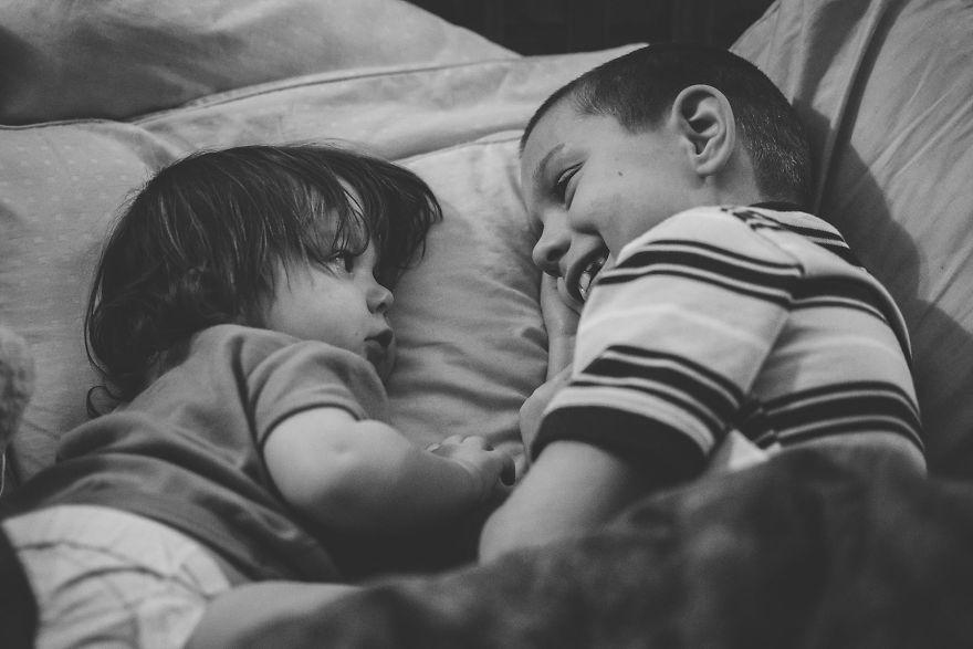 l amour entre un fr re et une soeur est inconditionnel familydeal. Black Bedroom Furniture Sets. Home Design Ideas
