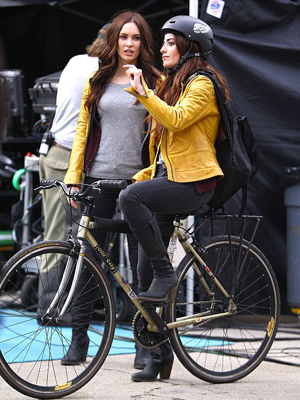 Megan Fox And Her Stunt Double On The Set Of Teenage Mutant Ninja Turtles