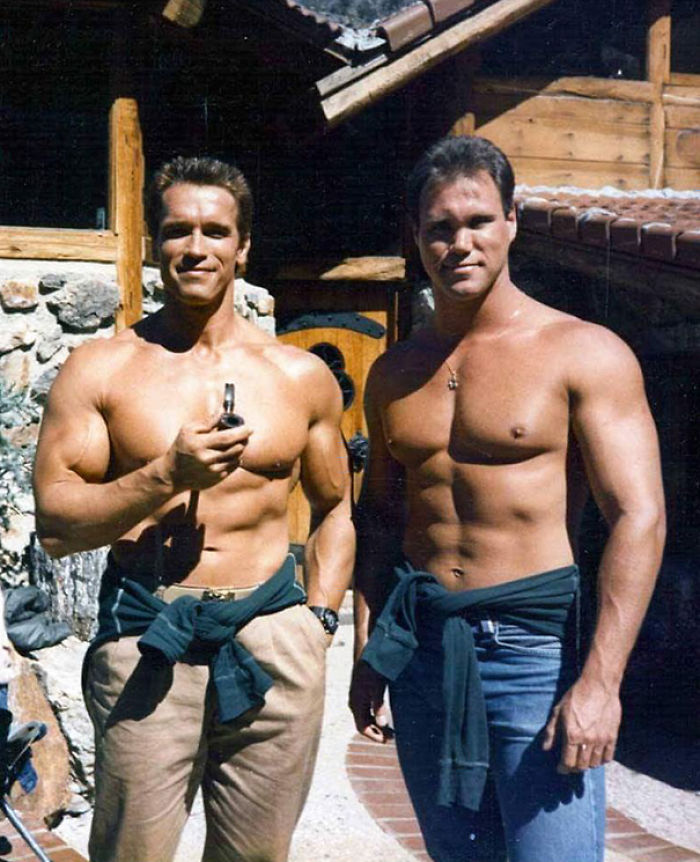 Arnold Schwarzenegger With His Stund Double Peter Kent On The Set Of Commando