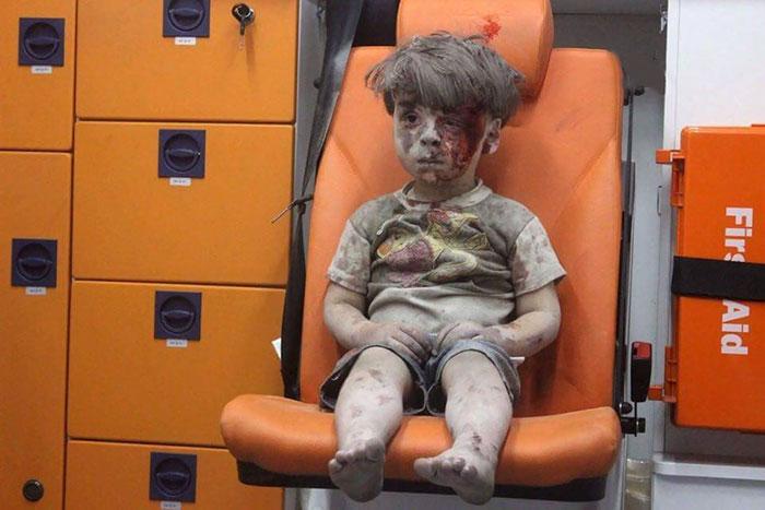 alleppo-boy-air-strike-syria-omran-daqneesh-2
