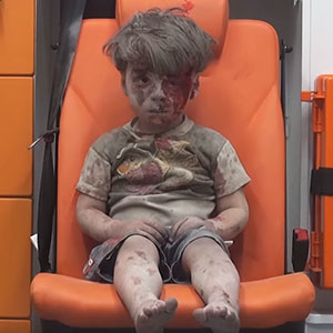 Heartbreaking Photo Of Dazed 5-Year-Old Boy Shows The Horrors Of Syria's Civil War