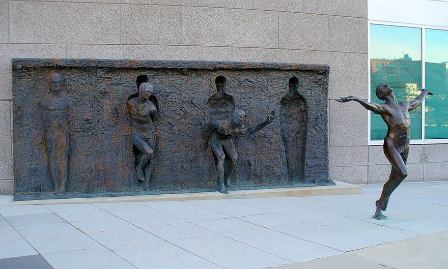 A través de romper Desde su molde Por Zenós Frudakis, Philadelphia, Pennsylvania, USA