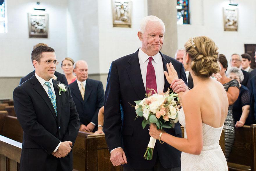 Nevestu viedol k oltáru muž, ktorému daroval jej otec srdce pred desiatimi rokmi